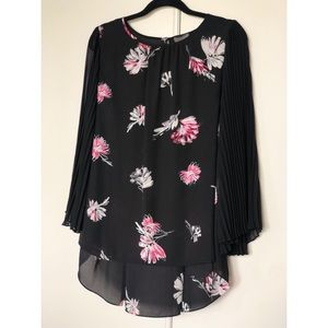 Vince Camuto Floral Pleated Sleeve Blouse Small